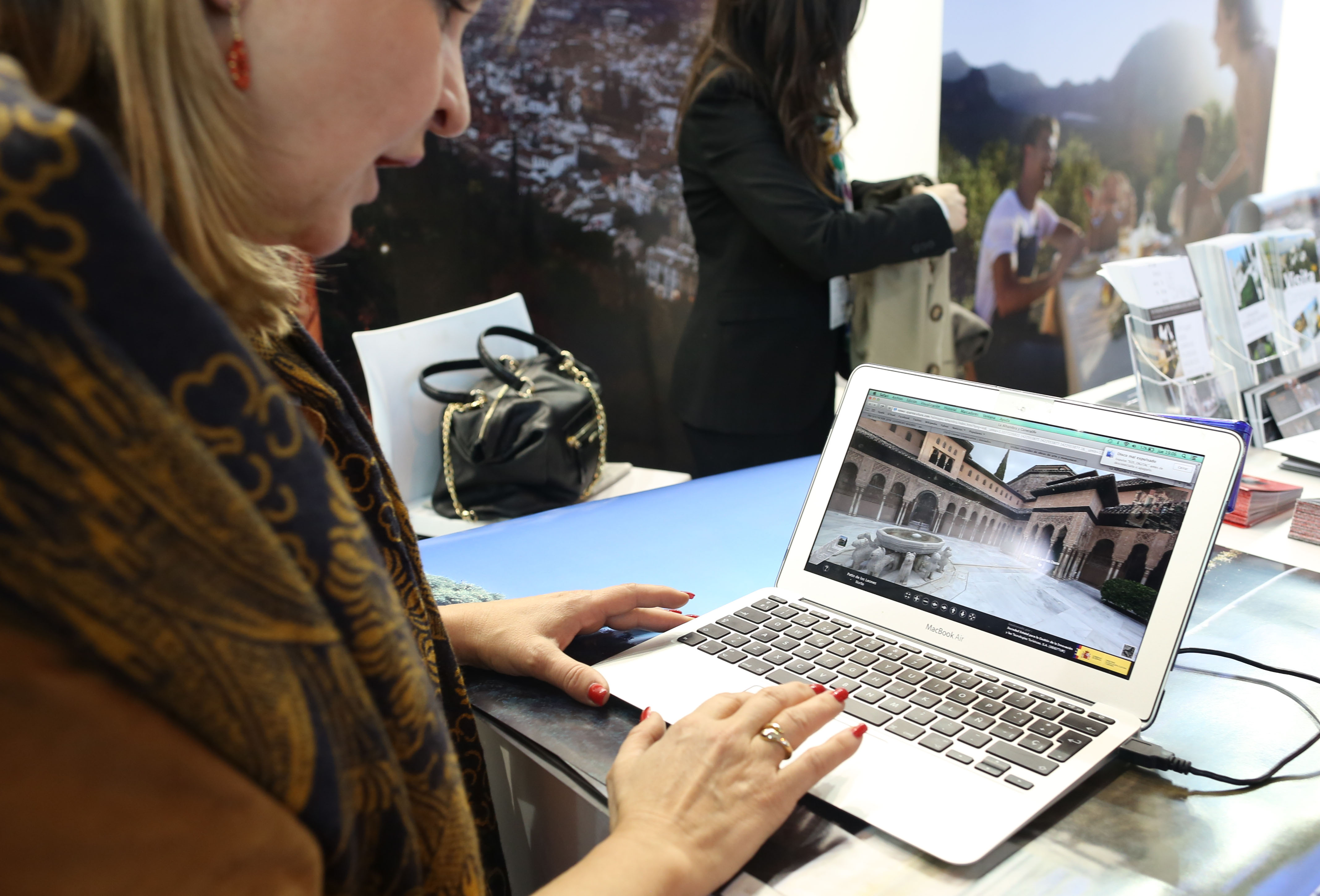 A virtual visit allowing the public to discover the Alhambra in detail is presented at Spain´s international tourims fair