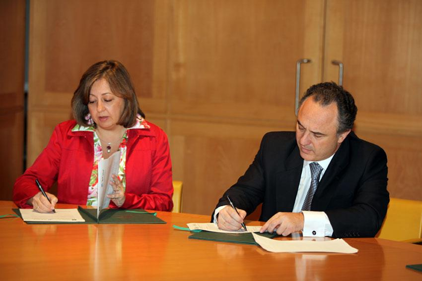 """El Patronato de la Alhambra and La Obra Social """"la Caixa"""" sign a framework agreement for collaboration to promote measures and joint activities in the Monumental Complex"""