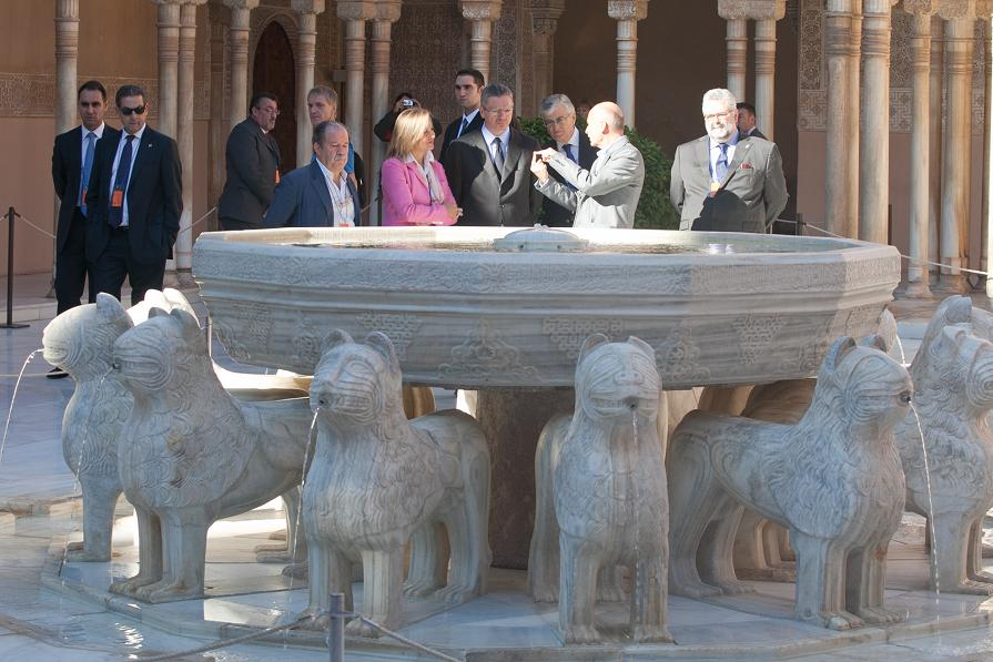 """The Minister of Justice, on an """"express"""" visit to the Alhambra"""