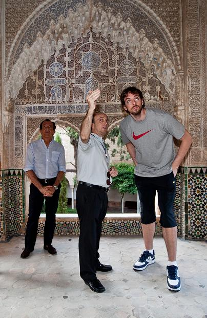 Pau Gasol, captivated by the Alhambra