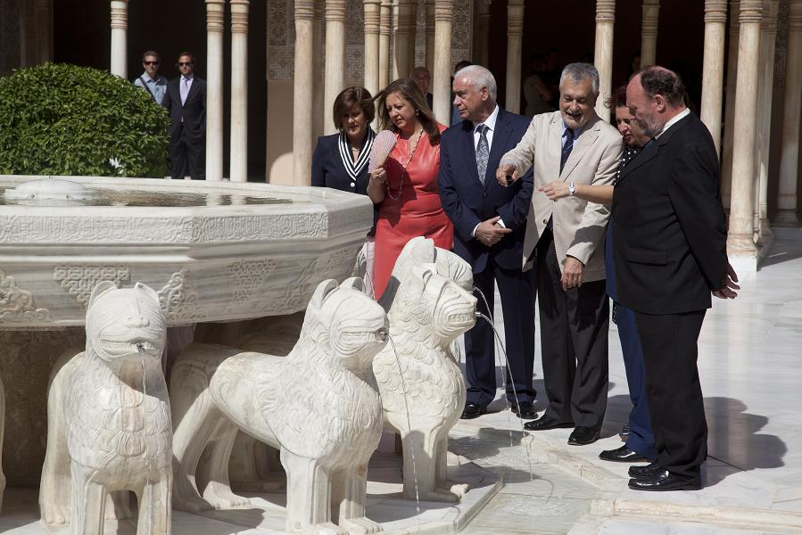 Griñán presides over the reopening of the Court of the Lions, which recovers its historical image and which will be open to the public