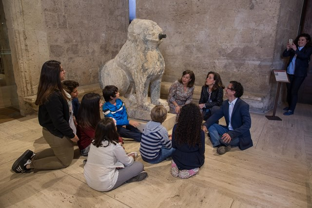 The Alhambra celebrates International Museum Day with guided visits, exhibitions and by awarding the prizes for the Draw and Learn competition