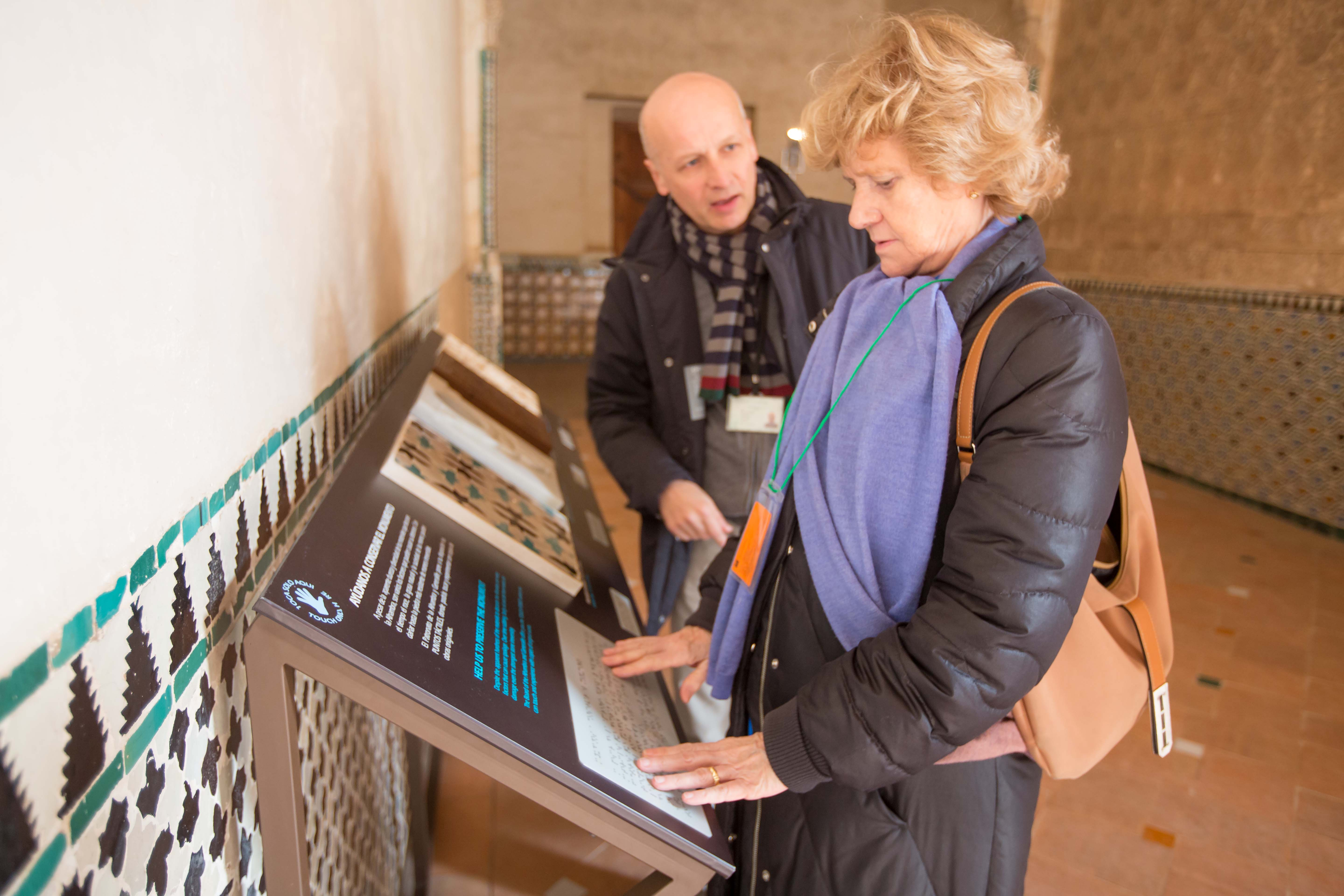 The Spanish National Ombudswoman visits the Alhambra and finds out about the projects to improve accessibility to the Monument