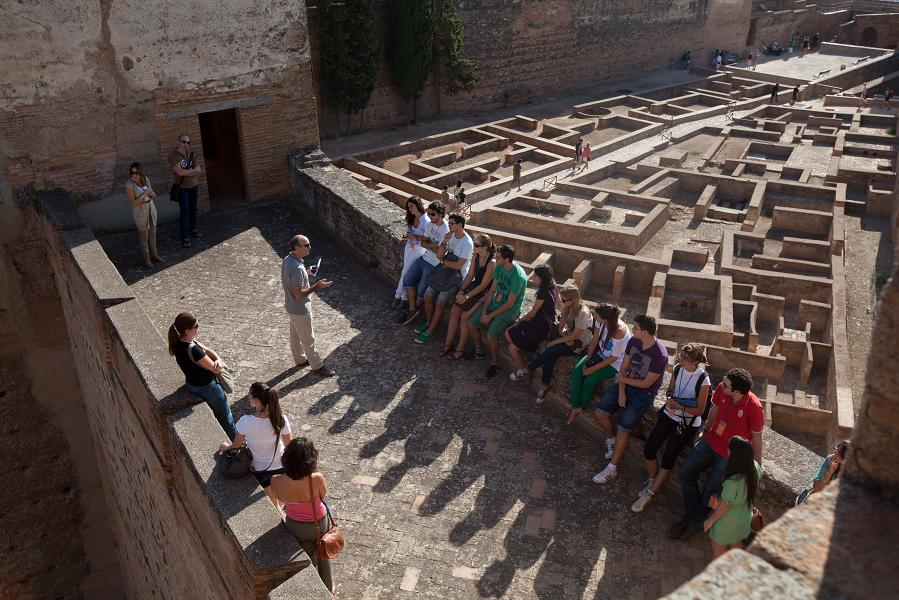 A new series of expert-guided tours through the Alhambra has begun