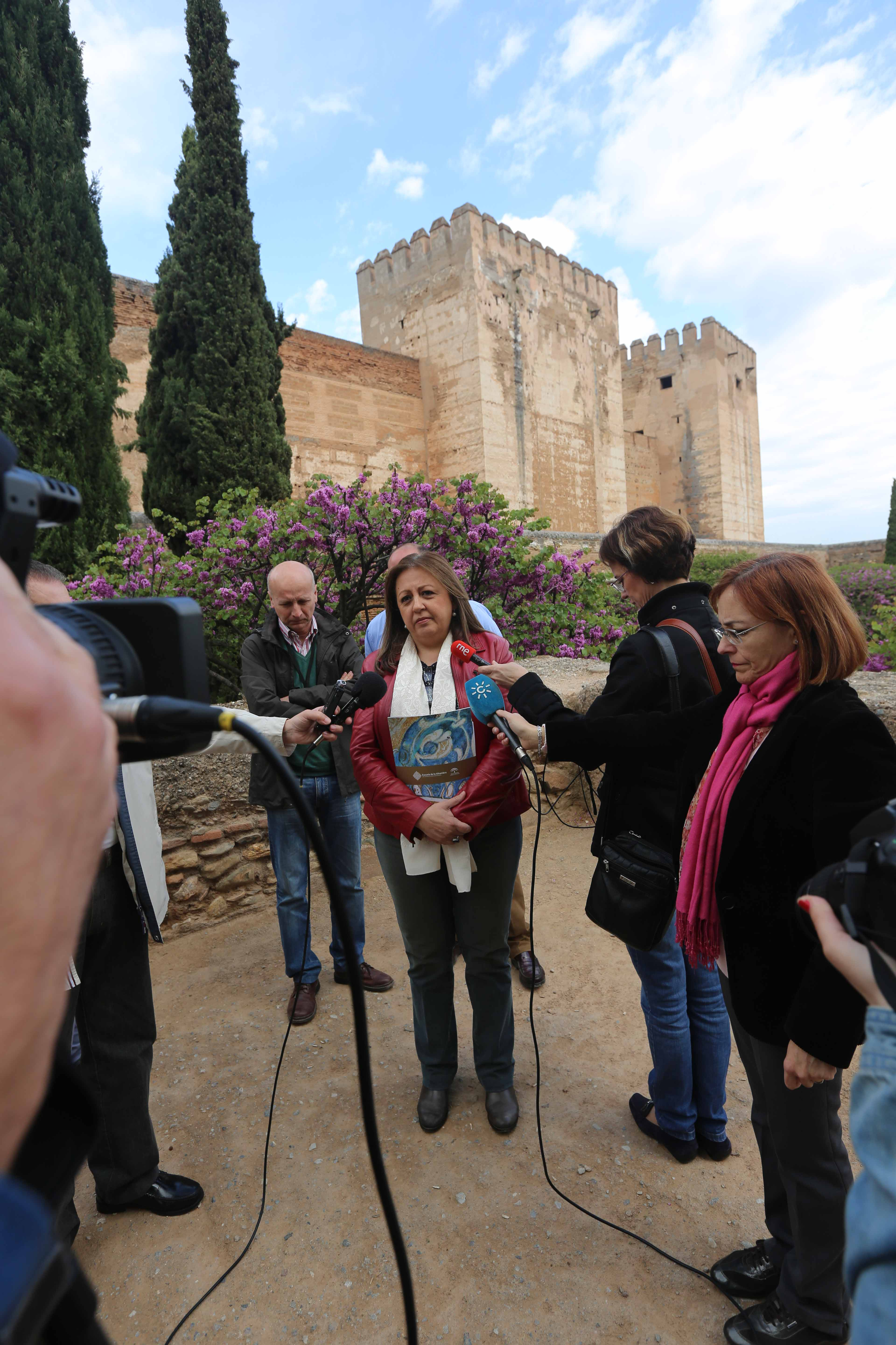 The Alhambra organizes free guided tours to some of its spaces to mark the Day of Monuments