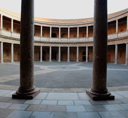 Descubrir el Palacio de Carlos V a través de las matemáticas