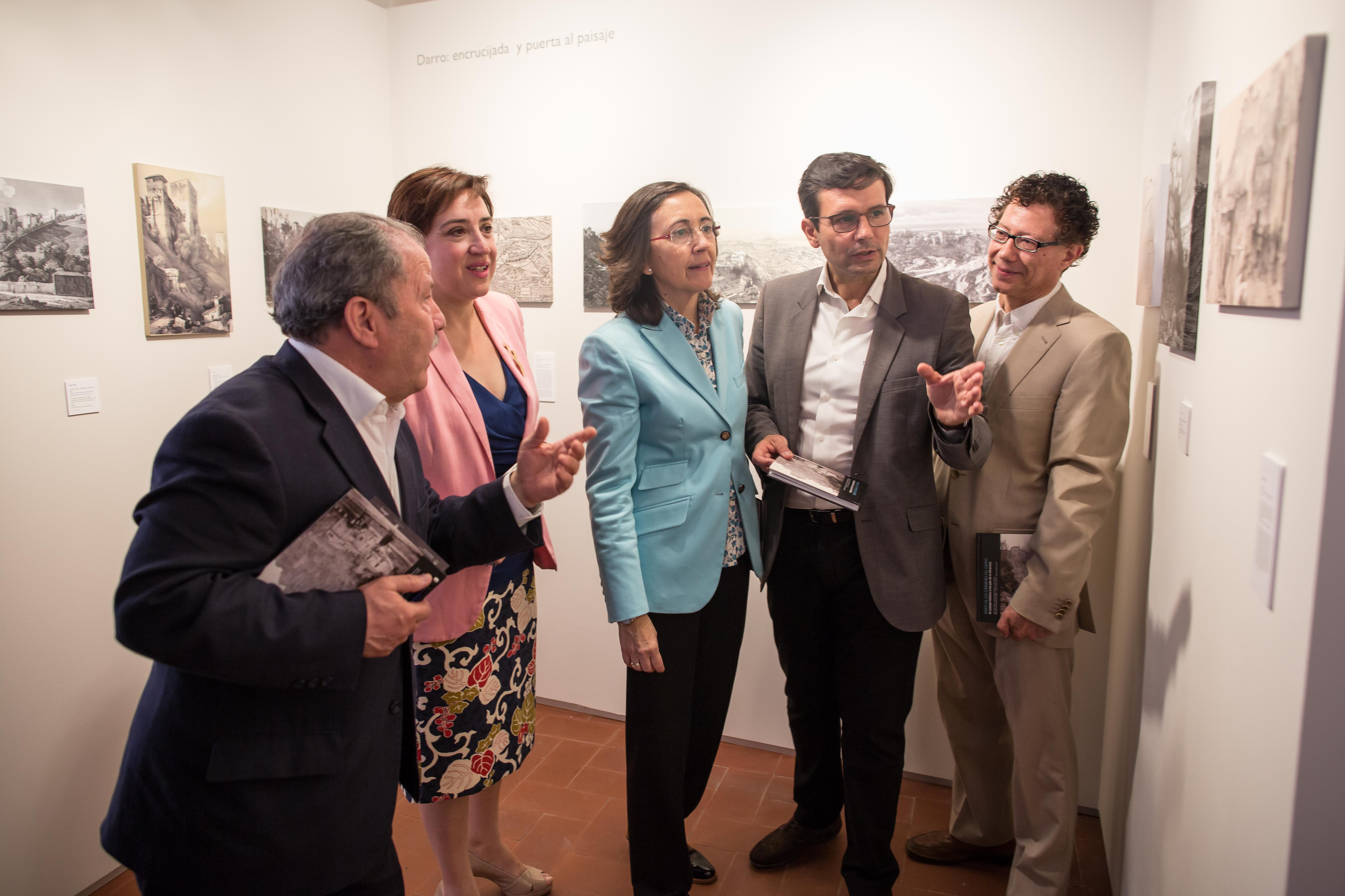 Aguilar presents the exhibition about the Path past the Great Houses on the River Darro (Paseo de los Carmenes del Dar-ro), which is being staged within the framework of the resto-ration of this path.