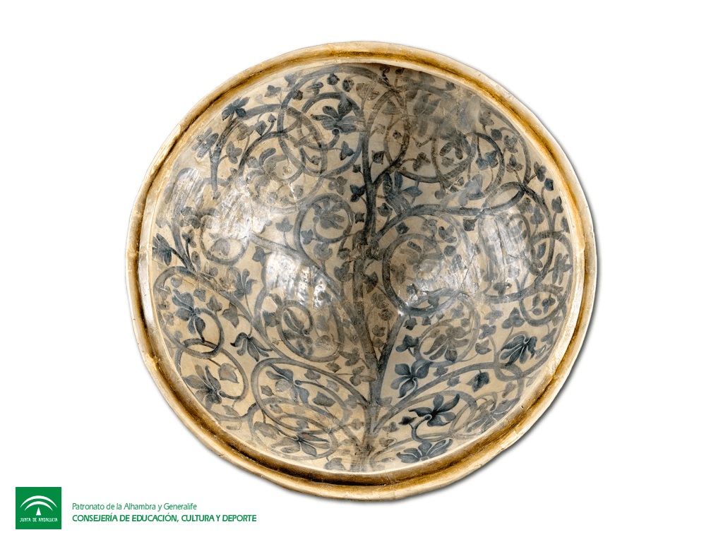 Ataifor dish with a tree motif