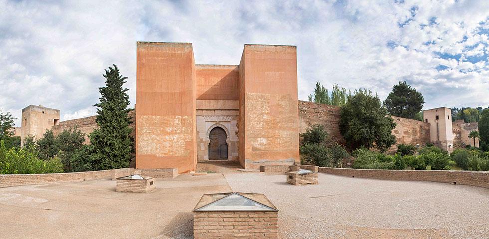 La Alhambra abre al público la enigmática Puerta de los Siete Suelos durante el mes de junio