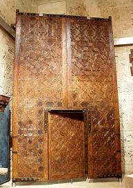 Door of the Qubba Mayor: Closings