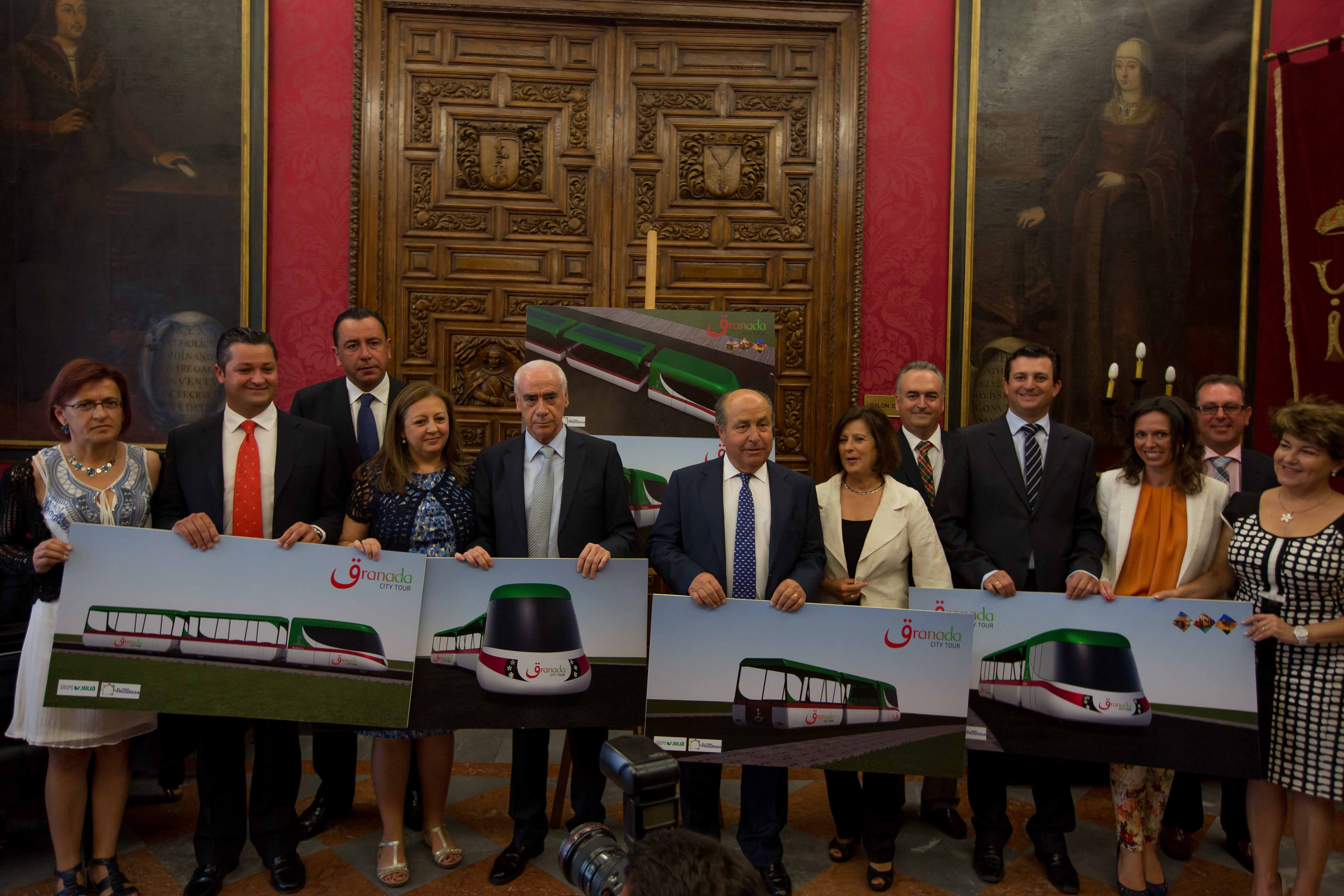 The Minister of Culture and Sport of the Regional Government of Andalusia presents the project for the Tourist Train connecting the Alhambra with Granada and the Albaicín.