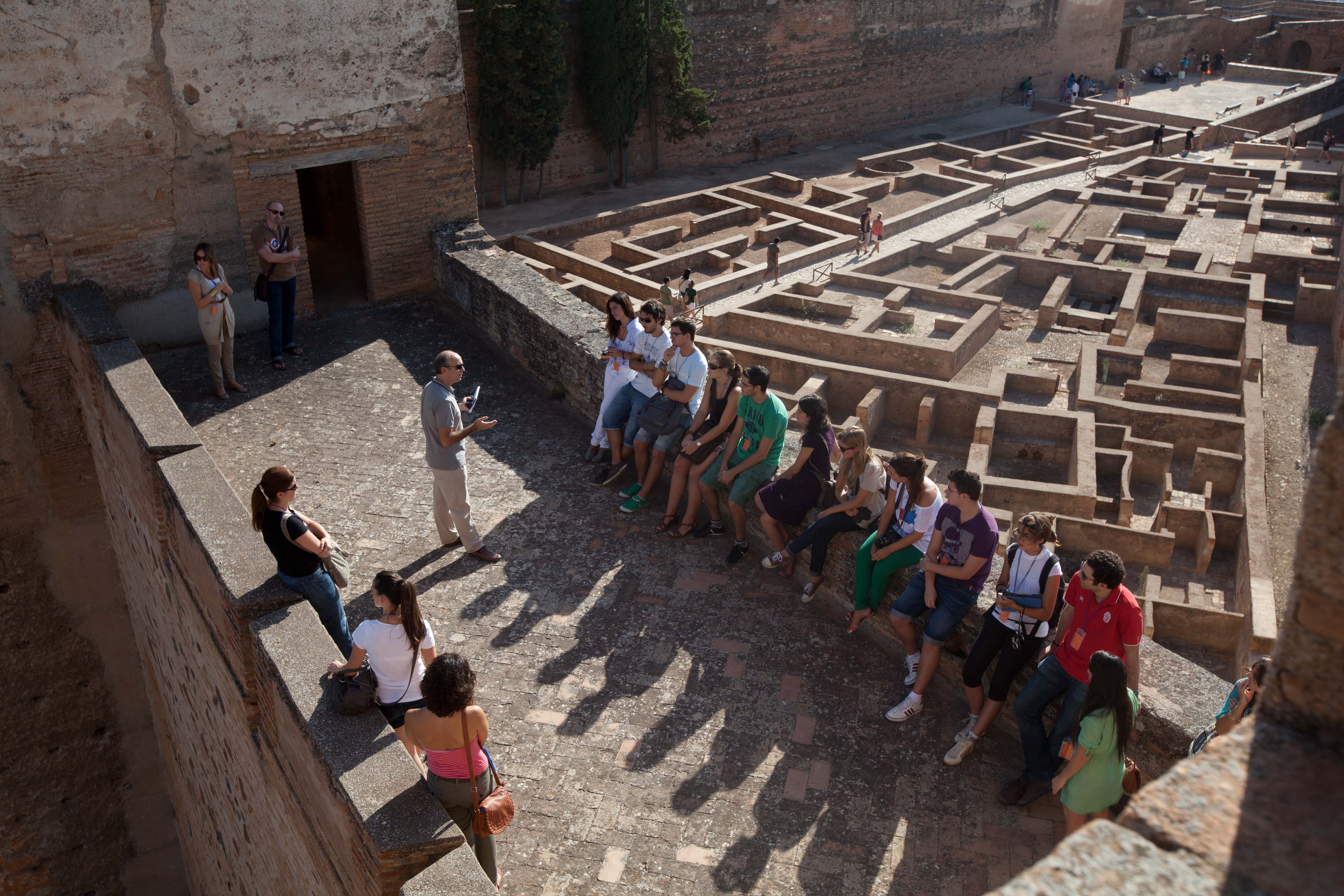 The Alhambra offers guided visits for people from Granada and other local residents every Sunday.