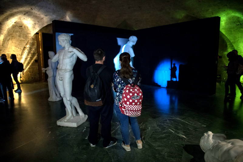 """Cerca de 19.000 personas visitan la exposición fotográfica """"Guía Nocturna de Museos"""" en la Alhambra"""
