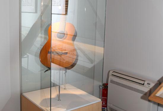 Guitarra del Museo-Legado Ángel Barrios
