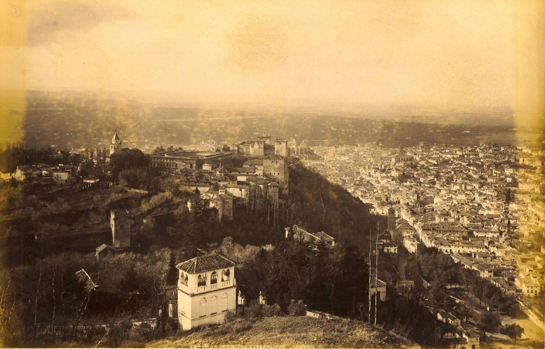 J. Valentine. Granada desde el Generalife. 1888. Archivo Patronato de la Alhambra y Generalife.Coleccion de Fotografias.