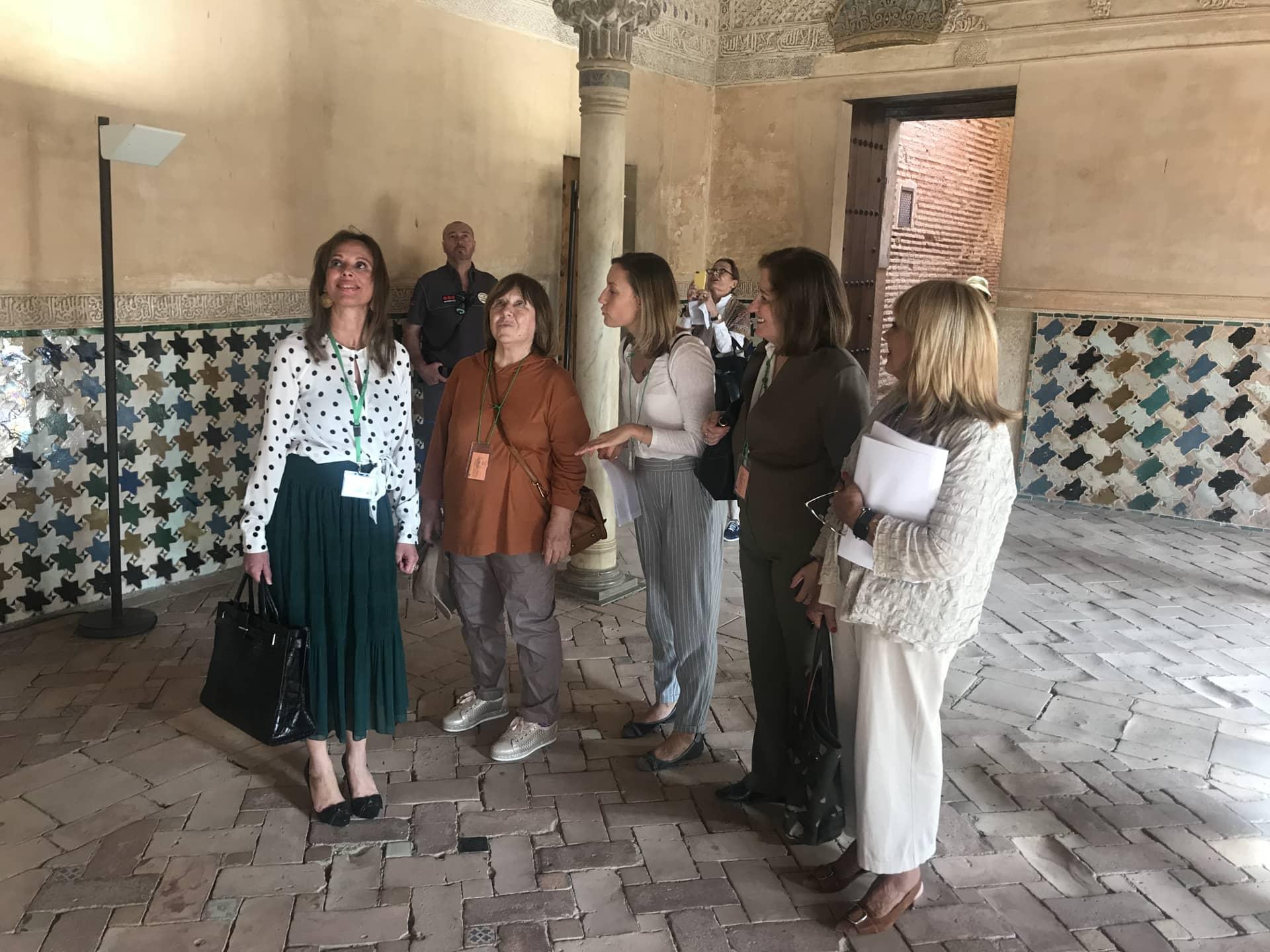 La premio Nobel de Literatura Svetlana Alexiévich visita la Alhambra