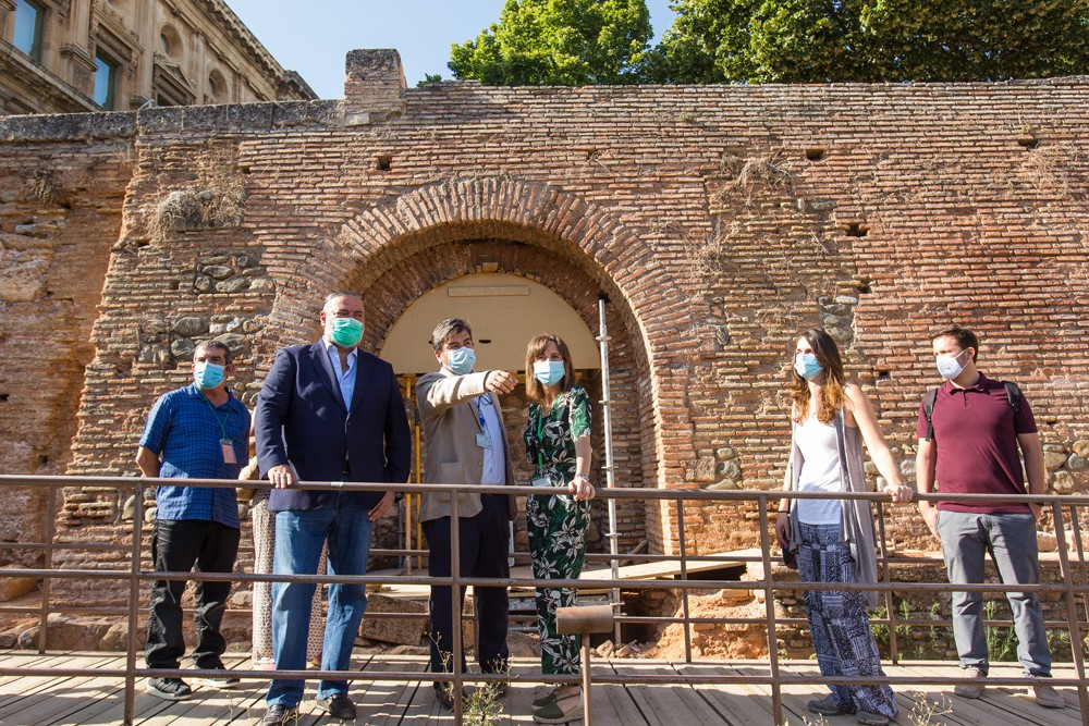 La Alhambra soluciona los problemas de estabilidad del muro de la placeta del Palacio de Carlos V