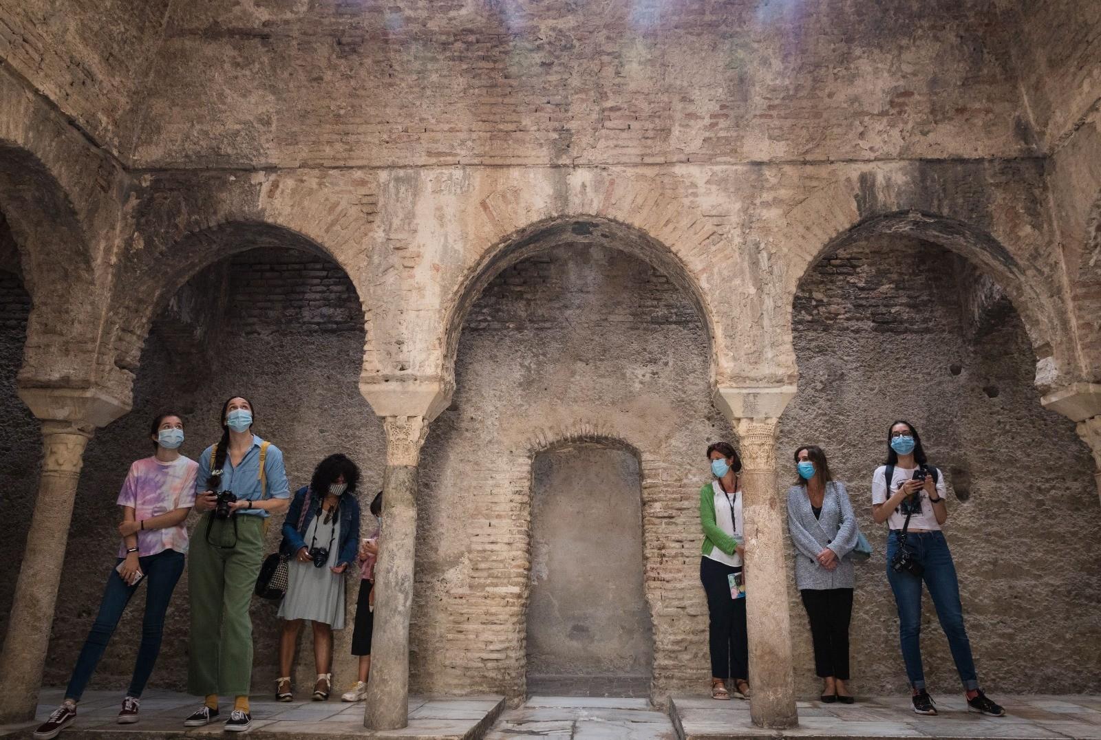 La programación estival de la Alhambra acerca el patrimonio a más de 350 personas