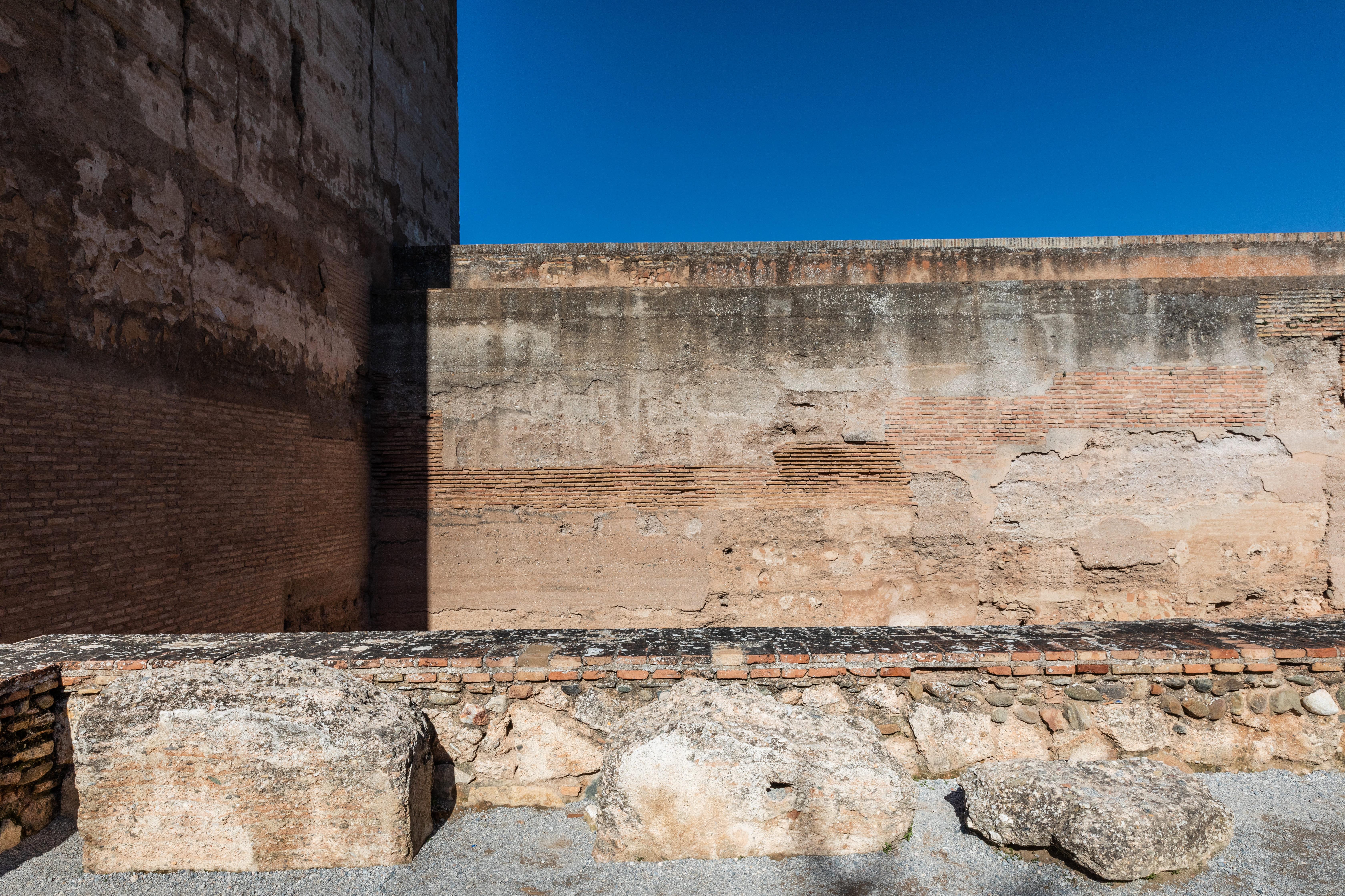 Almenas caídas de la Torre de la Vela
