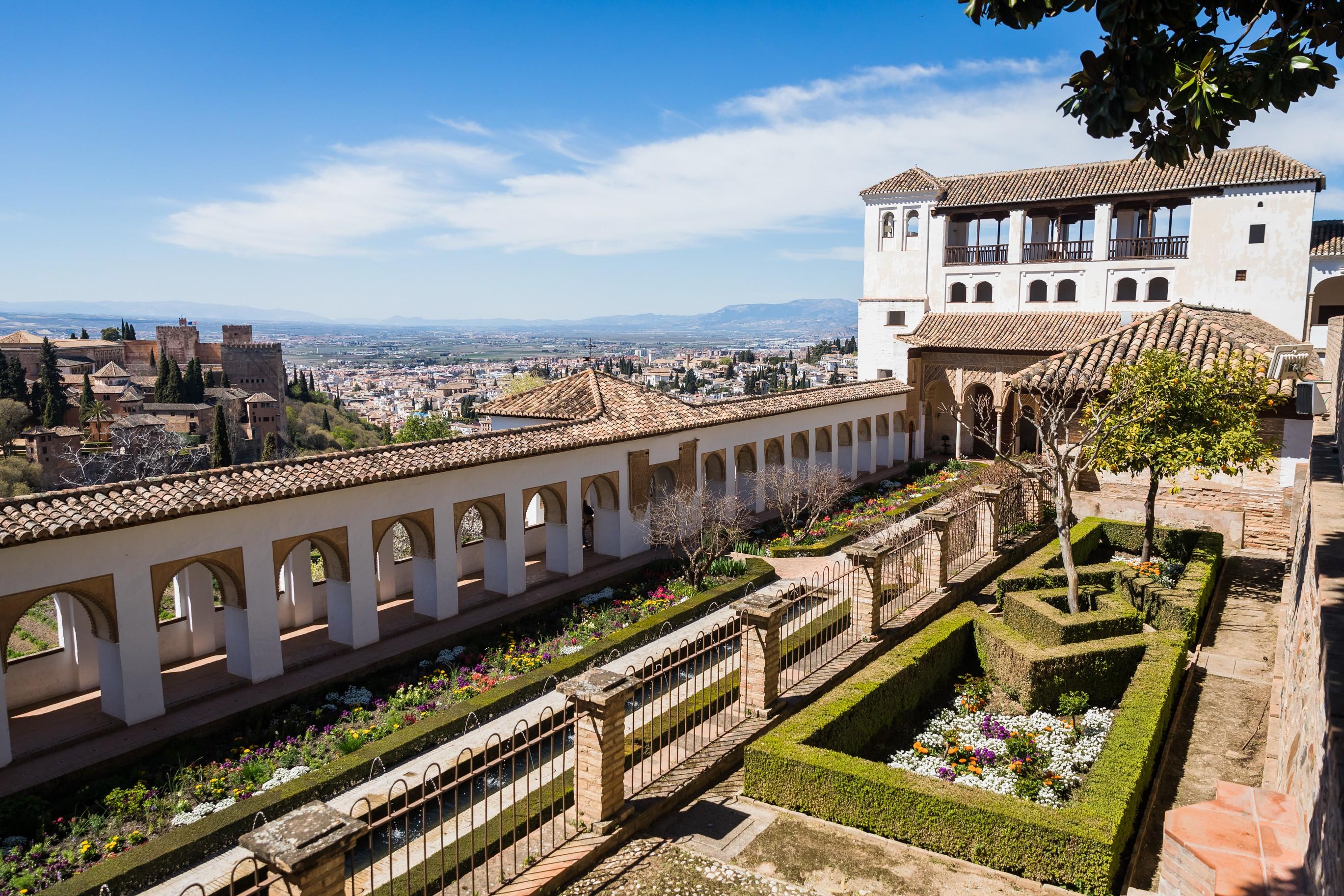 Patio de la Acequia del Generalife, ocho siglos en un jardín