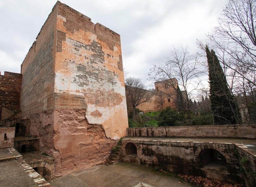 La Torre de la Prisión, mazmorras en la muralla
