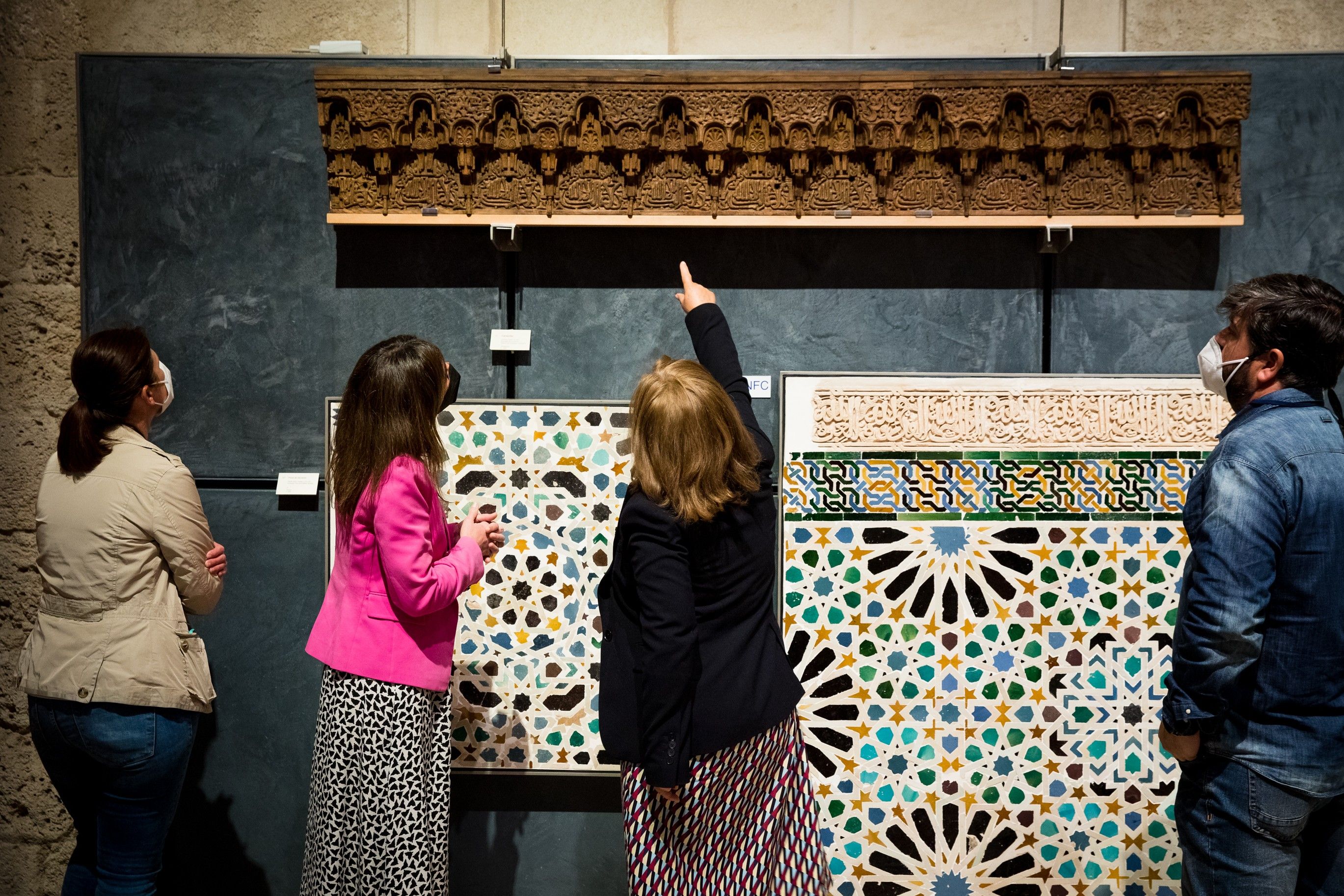 La Alhambra expone en su museo el arrocabe nazarí recuperado de la Torre de las Damas