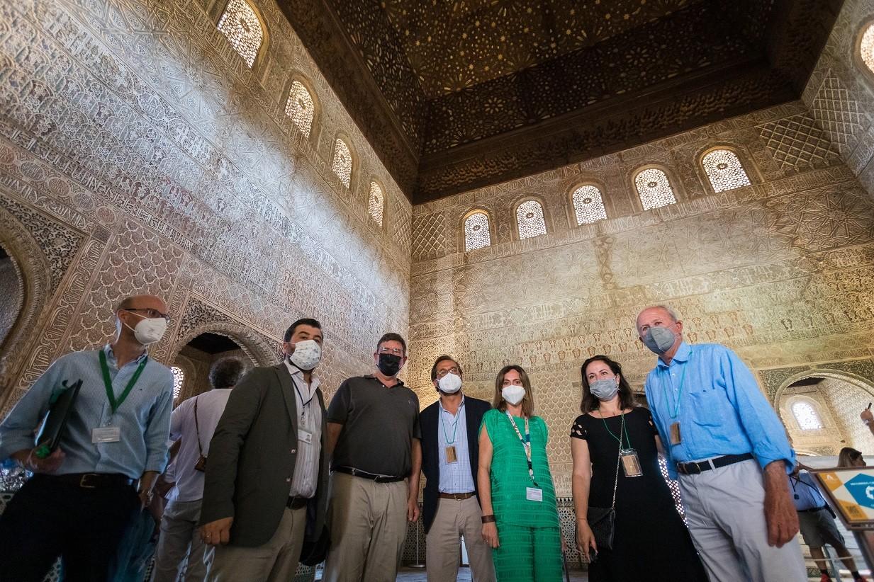 Alhambra y World Monuments Fund firman un convenio para realizar los estudios previos que permitirán restaurar la armadura de la Torre de Comares