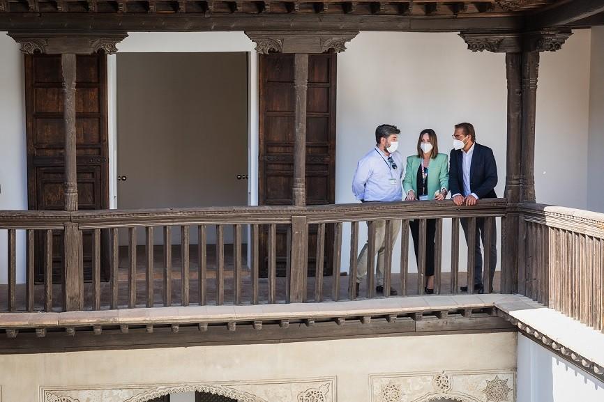 La Alhambra interviene en la cubierta de la Casa Morisca Horno de Oro