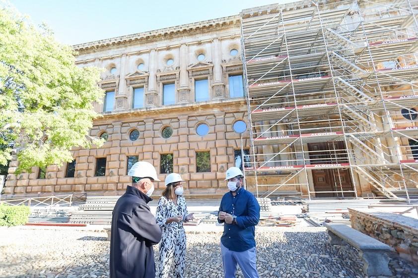 La Alhambra inicia los trabajos de restauración de las portadas del Palacio de Carlos V